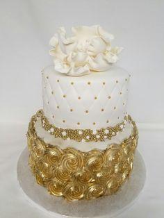 Birthday cake Golden Birthday Cakes, 30 Birthday Cake, Gold Birthday, Gold And White Cake, Gold Cake, Fireworks Gif, Wedding Pictures, Wedding Ideas, Beautiful Wedding Cakes