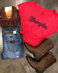 El Potrerito Western Wear en Bag ale_accessories Wrangler T-shirt elpotrerito Boots and jeans elpotrerito Cowgirl Style Outfits, Country Style Outfits, Southern Outfits, Rodeo Outfits, Western Outfits, Western Wear, Fall Outfits, Cute Outfits, Fashion Outfits