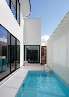 吹田の家_木漏れ日のプールサイドハウス: 近藤晃弘建築都市設計事務所が手掛けたプールです。