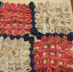 TUTORIAL SU COME UNIRE GLI INCROCI DI QUATTRO MATTONELLE AL TELAIO  Chiocciolina creativa - costruisci il mondo con le tue mani Addi Express, Loom Craft, Weaving Projects, Loom Weaving, Weaving Techniques, Merino Wool Blanket, Mani, Tutorial, Needlework
