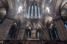 Кафедральный собор Глазго. Шотландия.  Поначалу был католическим. Это одна из немногих церквей Шотландии сохранившаяся нетронутой при Реформации. Башня 13-го века является самой старой частью здания.