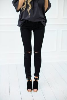 BLACK SKINNY JEANS WITH RIPS LLACIE.COM ALL BLACK OUTFIT