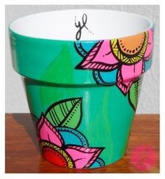 Maceta Psicodélica Flores. Y Luciana. Flower Pot Art, Flower Pot Crafts, Painted Flower Pots, Painted Pots, Clay Pot Projects, Flower Pot People, Bottle Display, Mandala Rocks, Pottery Painting