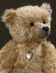 The Smiling Bear & Locket Teddy Bear Hug, Steiff Teddy Bear, Boyds Bears, Cute Teddy Bears, Teddy Hermann, Antique Teddy Bears, Charlie Bears, Love Bear, Bear Doll