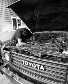 First work session on the land cruiser! Removed the Alternator, compressor, condenser, all a\c components and hoses, valve cover, carburetor, cap and rotor, spark plug wires, vacuum lines, And a shit load of nuts and bolts. Excited to rebuild my first engine with my own two hands! #toyota #landcruiser #fj60 #toyotalandcrusier #enginerebuild #chickswithwrenches #adventure #carburetor #getoffthegrid #4wd #colorado