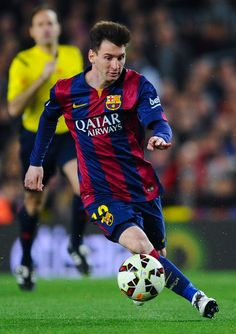Lionel Messi of FC Barcelona runs with the ball during the La Liga match Between FC Barcelona and Real Madrid CF at Camp Nou on March 22, 2015 in Barcelona, Catalonia.