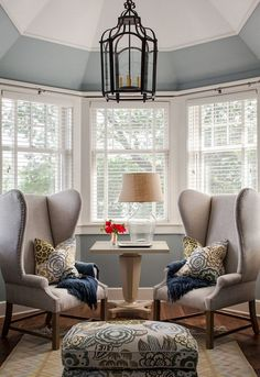 Bay window seat furniture bay windows furniture ideas furniture for bay window design ideas Bay Window Decor, Bay Window Design, Bay Window Living Room, Bay Window Bedroom, Windows Decor, Bedroom With Windows, Bay Window Seating, Bay Window Blinds, Bow Windows