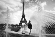 Image via We Heart It https://weheartit.com/entry/98370794/via/12956575 #blackandwhite #city #eiffeltower #fountain #light #paris #photography #tumblr