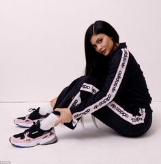 EXCLUSIVE: Kylie Jenner, has joined forces with sportswear brand adidas as part of its new Originals campaign which pays homage to the Falcon Dorf trainer. Kylie Jenner Adidas, Looks Kylie Jenner, Estilo Kylie Jenner, Kylie Jenner Style, Kardashian Jenner, Sporty Outfits, Girl Outfits, Cute Outfits, Socks Outfit