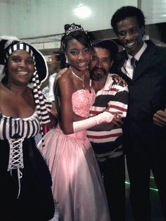 Thais, na festa dos seus 15 anos, com a mamãe Sandra, papai Lelo e vovô Jair... Aaaamoooo...