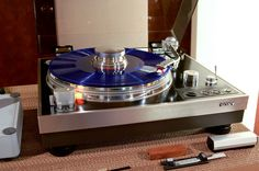 Sony Turntable with a Tonearm. Turntable Cd Player, Audiophile Turntable, High End Hifi, High End Audio, Vinyl Record Player, Record Players, High End Turntables, Radios, Retro