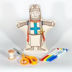 Kit de costura que permite fazer um fantoche de mão ou uma almofada brinquedo. Depois de cosido, o objeto pode ser pintado com tintas para tecido, ou outras. Para cortar, coser, dobrar, colar, pintar e, claro, contar uma história.