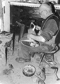 Csizmadia műhelyében. Csizmaszár fára húzása. Kornádi (Bihar vm.) – Molnár Balázs felv. 1966. Old Pictures, Old Photos, Austro Hungarian, Good Old, Hungary, The Past, Workshop, Museum, Traditional