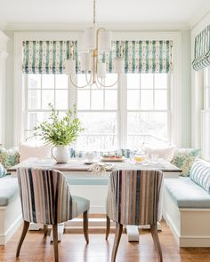 Kitchen banquette eat-in booth breakfast nook in turquoise light robins egg blue Kitchen Banquette, Banquette Seating, Kitchen Nook, Kitchen Dining, Kitchen Decor, Booth Seating, Southern Homes, Kitchen Pictures, Beautiful Kitchens