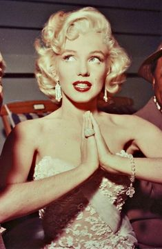 Marilyn at the How to Marry a Millionaire premiere, 1953.
