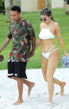 Kylie Jenner And Tyga Show PDA In Mexico As Her Birthday Celebration Continues