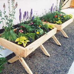 15+ INSPIRING RAISED GARDEN BEDS BEST FOR YOUR OUTDOOR DECOR - Designs can be improved by adding structure and height when building a raised garden. Soil erosion is a problem in some gardens and can be cured by building a raised garden bed.  #INSPIRINGRAISEDGARDENBEDSBESTFORYOUROUTDOORDECOR #OUTDOORDECOR #RAISEDGARDENBEDDESIGN Diy Garden Bed, Garden Boxes, Easy Garden, Garden Planters, Diy Garden Table, Elevated Garden Beds, Raised Garden Beds, Raised Beds, Container Gardening