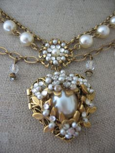 Heart shaped gold and pearl necklace - Basia Zarzycka Pearl Jewelry, Antique Jewelry, Vintage Jewelry, Jewelry Necklaces, Pearl Necklace, Fashion Accessories, Fashion Jewelry, Women Jewelry, Pearl And Lace
