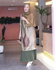 Stylish Hijab, Modest Fashion Hijab, Modern Hijab Fashion, Street Hijab Fashion, Batik Fashion, Fashion Outfits, Moslem Fashion, Modele Hijab, Hijab Fashionista
