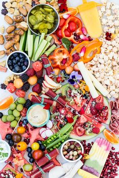 Healthy Snacks For Kids Kids at home for summer? What's your biggest headache? making food for them daily! Making this ULTIMATE Summer Snack Platter can make you and them very happy - Healthy Recipes, Healthy Fruits, Healthy Snacks For Kids, Fruit Recipes, Snack Recipes, Healthy Summer, Kid Snacks, School Snacks, Party Recipes