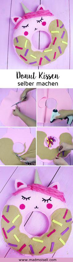DIY Donut Kissen mit Einhorn-Motiv selber machen: Anleitung ohne Nähen! Dieses süße DIY Kissen eignet sich super als süße Zimmer Deko und ist blitzschnell gemacht – das Kissen muss nämlich nicht genäht werden! Klicke hier für die komplette DIY Anleitung!