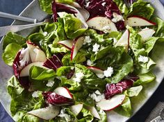 A big, colorful salad is a welcome sight at Thanksgiving. The rich cheese and ginger-apple cider dressing unites the fruit with the greens. Pear Recipes, Side Dish Recipes, Wine Recipes, Salad Recipes, Delicious Recipes, Dessert Recipes, Yummy Food, Thanksgiving Salad, Thanksgiving Appetizers