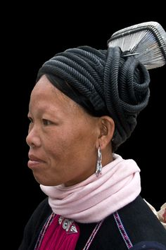 Vietnam | Yao woman of Lan Tien subgroup, Sa Pa | © Daniel Nadler   - Explore the World with Travel Nerd Nici, one Country at a Time. http://TravelNerdNici.com