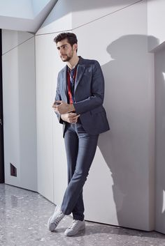 Spanish singer Alvaro Soler snags a cover for the spring-summer 2016 issue of Style. The stylish supplement of Italian newspaper, Corriere della Sera… Christophe Mae, Perfect Movie, Cover Style, Charming Man, Fine Men, Spanish Style, Cute Guys, Mens Suits, Gq