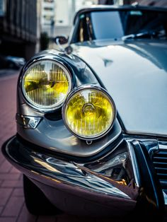1966 Citroen DS - Any color or tonal similarity between this image and that of a recently-posted Abstract art quilt, is entirely coincidental...K Plus