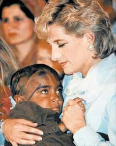 "Known to touch and hug people with AIDS, Diana changed the world's cruel perception of the disease. ""The worst illness of our time is that so many people have to suffer from never being loved."" -Princess Diana She was an inspiration to so many. Lady Diana, Jon Stewart, Jack Kerouac, Diana Spencer, Princesa Diana, Robin Williams, Robert Downey Jr., We Are The World, Princess Of Wales"