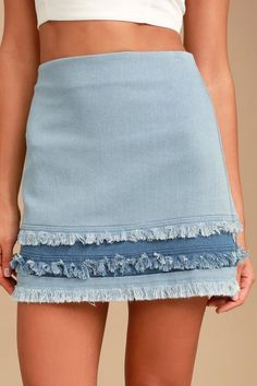 The Like a Dream Light Wash Denim Mini Skirt is our dream realized! Lightweight, light wash denim falls from a high waist into a short, frayed hem with medium wash detail. Exposed metallic back zipper. Midi Skirt Outfit Casual, Pencil Skirt Outfits, Cute Skirts, Mini Skirts, Teenager Outfits, Denim Mini Skirt, Ladies Dress Design, Couture, Creations