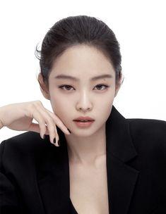 Kim Jennie, Yg Entertainment, South Korean Girls, Korean Girl Groups, Foto Face, Blackpink Icons, Blackpink Members, Black Cushions, Idole