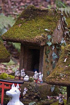 Miniature Inari Shrine With Fox Figurines In Kamakura © Daniel Ruyle