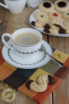 Pasticcini golosi in versione veg, delicatissimi pasticcini, facili veloci e privi di ingredienti di origine animali, ideali per pausa caffè o tè