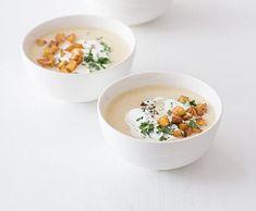 Celerová polévka s ostrými bramborovými kostičkami | Recepty Albert Cheeseburger Chowder, Oatmeal, Soup, Breakfast, Ethnic Recipes, The Oatmeal, Morning Coffee, Rolled Oats, Soups