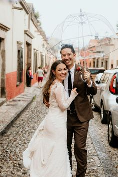 Wedding portrait in the streets of Mexco | Image by Pierce Weddings Bridal Looks, Bridal Style, Sexy Gown, Ceremony Dresses, Romantic Lace, Best Wedding Photographers, Wedding Advice, Wedding Locations, Wedding Portraits