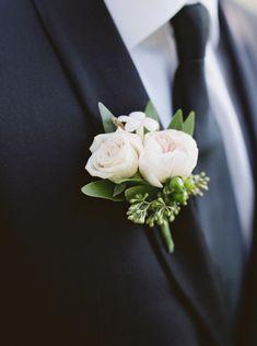 Photography: http://simplysarah.me | Floral design: http://flowergalleryasheville.com/ | Groom's attire: http://www.sebastiengrey.com | Read More: https://www.stylemepretty.com/2018/01/16/romantic-wedding-at-biltmore-estate/