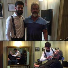 Mel Gibson, el gentelman de Hollywood, no ha podido resistirse en su paso por España y ha elegido como parada obligatoria Blackstone para vivir la experiencia de bienestar y lujo que nuestro salón masculino ofrece. Una visita verdaderamente extraordinaria en la que ha disfrutado de nuestro servicio personalizado de barbería clásica, que tanto conocía y quería probar.  #MelGibson #Barbería  Citas en el 915 64 52 01