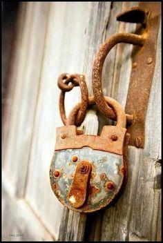 Porte en bois cadenas