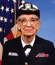 Grace Murray Hopper (Nueva York, 9 de diciembre de 1906 - Condado de Arlington, 1 de enero de 1992) fue una científica de la computación y también una militar estadounidense, con grado de contraalmirante, considerada una pionera en el mundo de las ciencias de la computación. Fue la primera programadora que utilizó el Mark I y entre las décadas de los 50 y 60, desarrolló el primer compilador para un lenguaje de programación así como también propició métodos de validación.