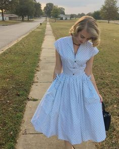 Butterick polka dot dress How to Create a Vintage Style Home Decor Vintage fashion is m Pretty Outfits, Pretty Dresses, Beautiful Dresses, Retro Mode, Mode Vintage, Vintage Glam, Vintage Style, Vintage Outfits, Vintage Dresses