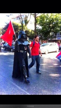 Political humor at the Occupy Gezi protests Turkish People, Tear Down, Istanbul Turkey, Viral Videos, Trending Memes, Funny Jokes, Police, Darth Vader, Humor