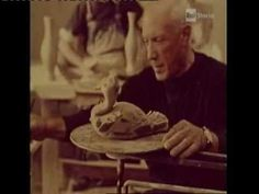 Twentieth-century painters Pablo Picasso painting on ceramics. A documentary by Luciano Emmer, filmed in the studio of Picasso in Vallauris, Southern France, Pablo Picasso, Pottery Videos, Picasso Paintings, Ceramic Techniques, Arts Ed, Process Art, Painting Videos, Famous Artists, Pottery Art
