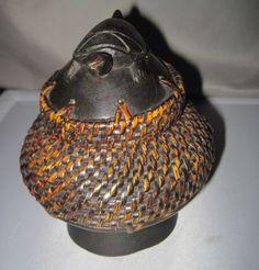 vintage basket w/turtle lid