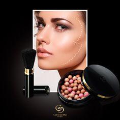 Tu #rostro lucirá un resplandor natural que revelará elegancia. Aplica las perlas bronceadoras formando un 3 desde la sien hasta los #pómulos y terminando en la barbilla.