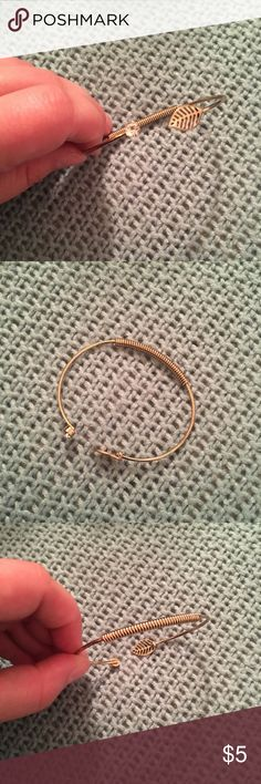 Gold bracelet with diamond and leaf Gold bracelet with diamond and leaf accessories. Never worn but super cute! (Not real gold and diamond) Jewelry Bracelets
