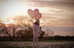 Preciosa fotografía de @devega_lorena Atardecer y globos son un tándem perfecto #conmiradademadre destacada por @evixdealba