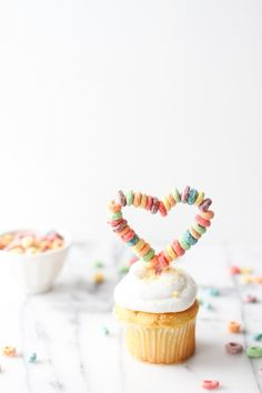 Make This: DIY Heart Shaped Cupcake Toppers from fruit loops Heart Cupcakes, Cute Cupcakes, Cupcake Cookies, Cupcake Toppers, Diy Cupcake, Vintage Cupcake, Rose Cupcake, Pink Cupcakes, Fondant Cupcakes