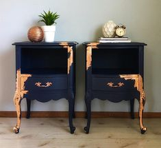 I've officially joined the ✨✨copper craze✨✨ SO obsessed with this gorgeous copper leaf paired with navy blue! These glamorous side tables…. , I've officially joined the ✨✨copper craze✨✨ SO obsessed with this gorg. Black Painted Furniture, Refurbished Furniture, Paint Furniture, Upcycled Furniture, Furniture Projects, Furniture Makeover, Bedroom Furniture, Furniture Design, Navy Blue Furniture