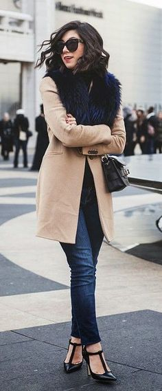 #fall #fashion / camel coat + faux fur scarf